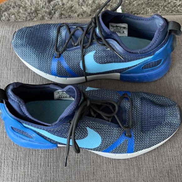 Never worn- Nike Dual Racer